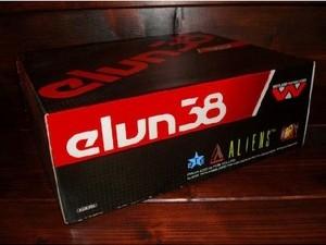 ELVN38エイリアンスタンパーの箱(WEYLAND YUTANI ALIEN STOMPER BOX)