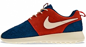 ナイキ ウイメンズ ローシラン ブルー/レッド(NIKE WMNS ROSHE RUN Dark Royal Blue/Neutral-Sunburst-Neutral)